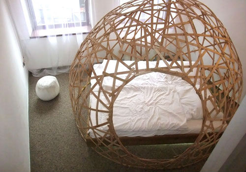 Cocoon Schrotthotel Innenarchitektur